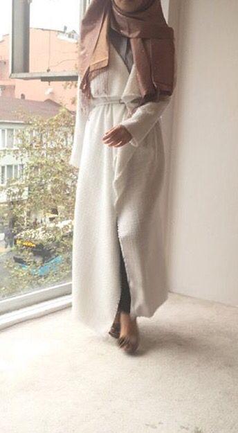 Buat lebih islami kamu yang punya koleksi baju 2pieces alias celana dan baju bisa dipadu padankan dengan outer yang pastinya bikin penampilan kamu lebih chic