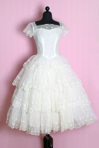 1950′S Lace Tiers Princess Dress from Posh Girl Vintage Read more: http://www.blisstree.com/2007/08/13/beauty-shopping/vintage-wedding-dresses-are-back/#ixzz46vXfCXQ2