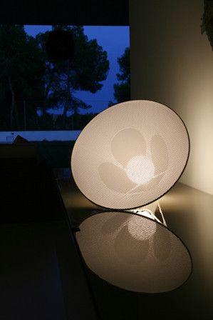 Lámpara de mesa de estilo moderno