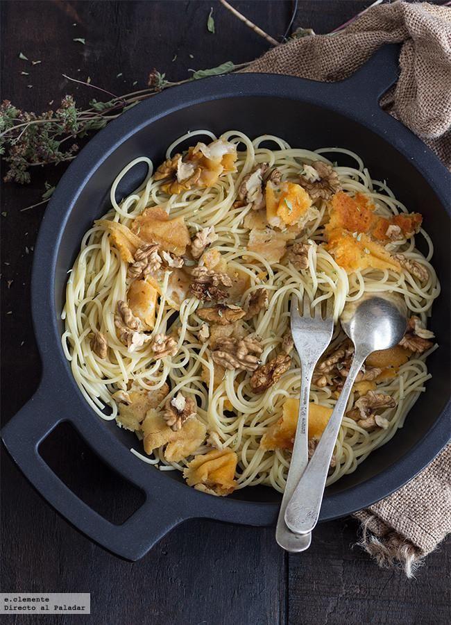 Esta receta de espaguetis con provolone y nueces es para esos días con prisa , pero que aún así apetece comer algo distinto a la típica pasta d...