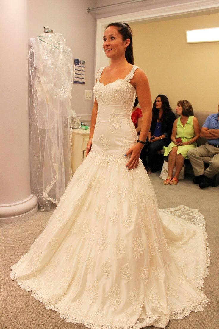 Lisa robertson in wedding dress - See All The Beautiful Wedding Gowns Featured In Kleinfeld Bridal On Season 14 Of Tlc S Say Yes To The Dress With Randy Fenoli