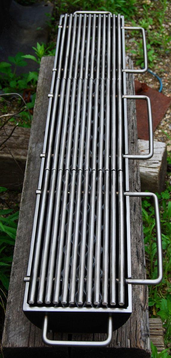 El modelo 636 es una de las rejillas para un nueva serie modular hibachi que compartirán partes intercambiables. Esta rejilla especial hecho a mano, como cualquier Kotaigrill, tiene un 6 de ancho y 36 largo parrilla superficie compuesta por tres hornillas de acero al carbono individuales. Las parrillas superiores desmontables son de calidad comercial de la cocina y será sin iguales a cualquier otro asador de carbón, que no sea un Kotaigrill. La base es al igual que los otros hibachi…