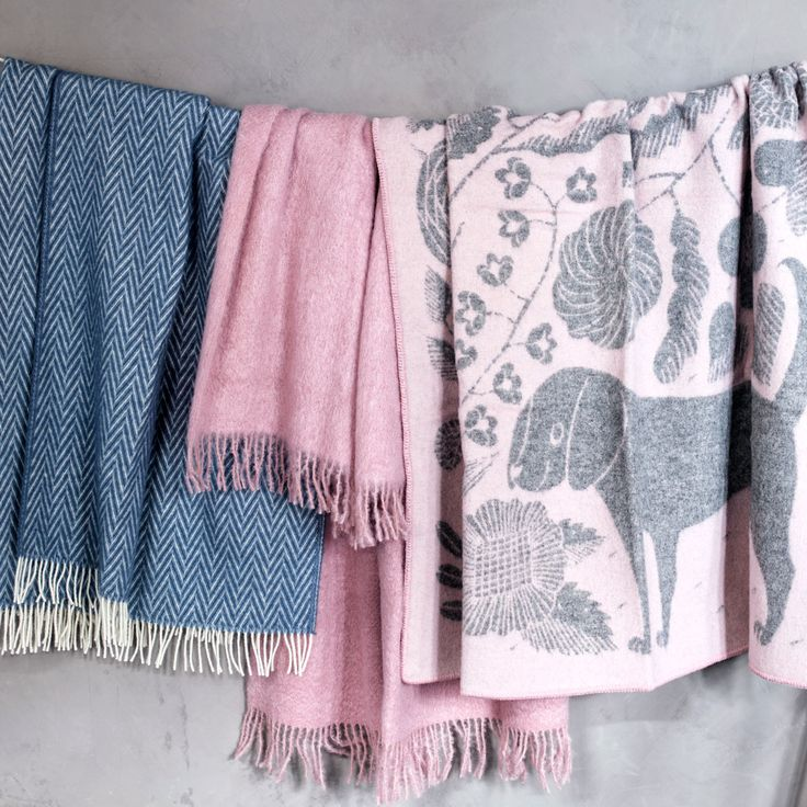Lapuan Kankurit Koira ja Kissa Rose Wool Throw - New Arrivals