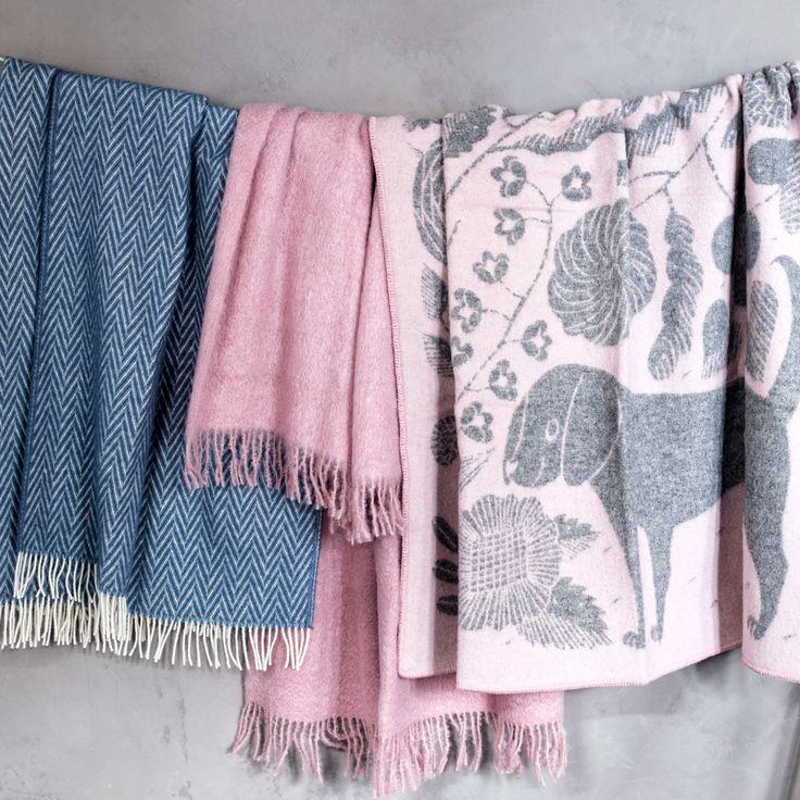 Lapuan Kankurit Koira ja Kissa Rose Wool Throw - New Arrivals