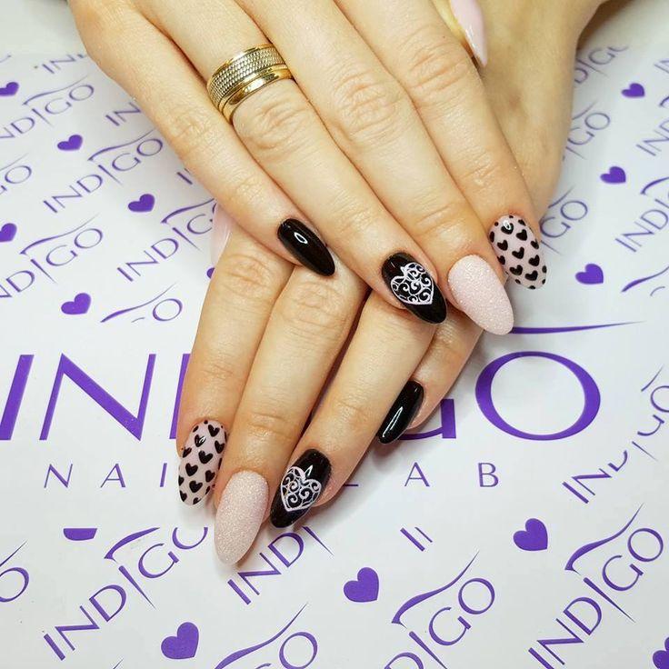 Delikatny Natural i mocny Paint Black + Sugar Effect by Agata Kaczmarek Indigo Educator Warszawa #nails #nail #natural #nude #black #polkadots