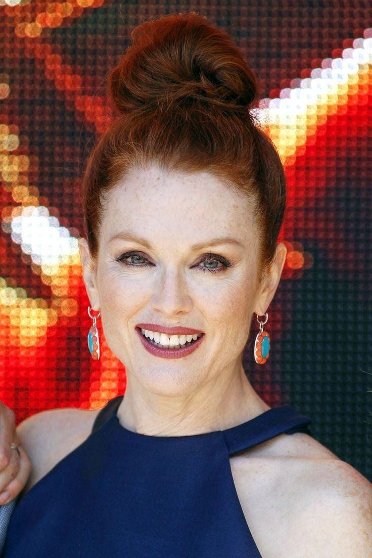 Proste fryzury dla dojrzałych kobiet, czyli Julianne Moore w Cannes   Stylissima