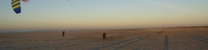 Zeeland alleen maar voor liefhebbers van rust en natuur? Zeker niet! Ontdek de kracht van de natuur tijdens kiten op het strand, buggyen met een kite of blo-karten. Actief buiten zijn, je kracht leren beheersen en samenwerken met anderen om met optimale snelheid over het strand te scheren.     Wij werken samen met onze partners om u een nieuwe beleving te geven aan de Zeeuwse kust. Leuk voor vriendengroepen, zakelijke teambuilding activiteiten of een familie uitje.
