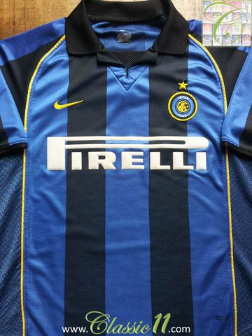Relive Inter Milan's 2001/2002 season with this vintage Nike home football shirt.