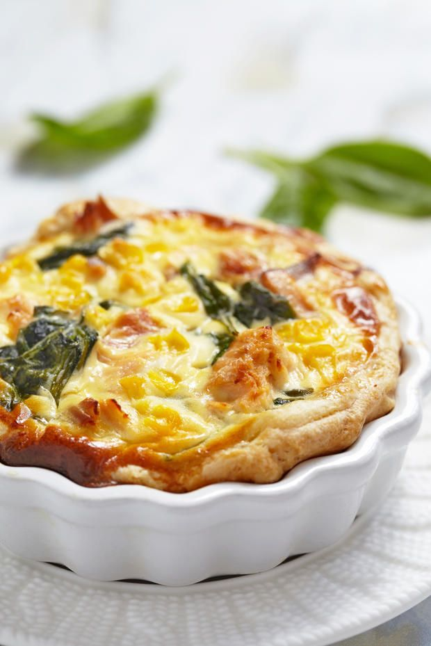 Schnell gemacht, aber unwiderstehlich duftend, wenn sie aus dem Ofen kommt: Bei uns gibt es heute #Lachs #Quiche - und bei dir?
