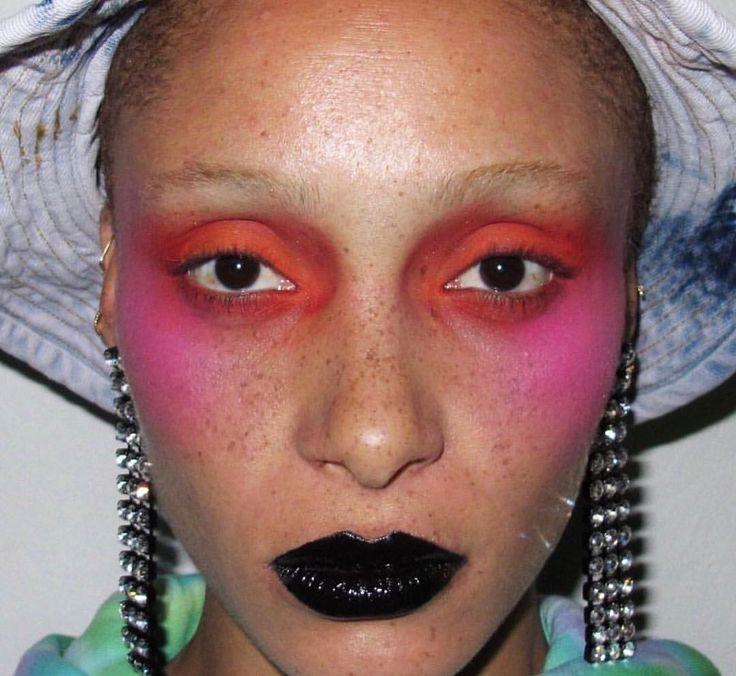 "Gefällt 189 Mal, 1 Kommentare - Dazed Fashion (@dazedfashion) auf Instagram: ""Close-up of @thomasdekluyver's 80s pop goth make-up on @adwoaaboah at last night's…"""