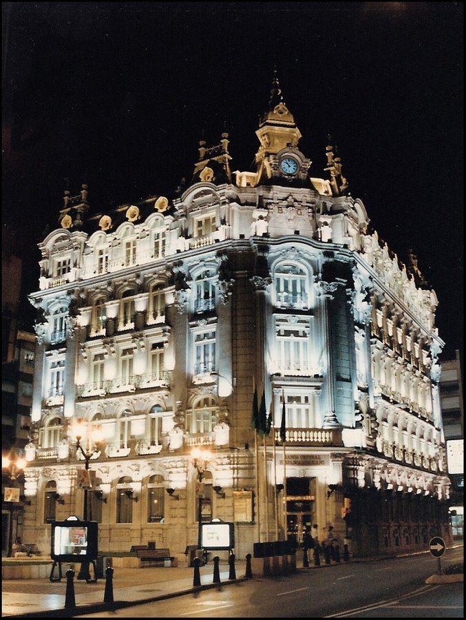 Antiguo edificio del Banco de Gijón.