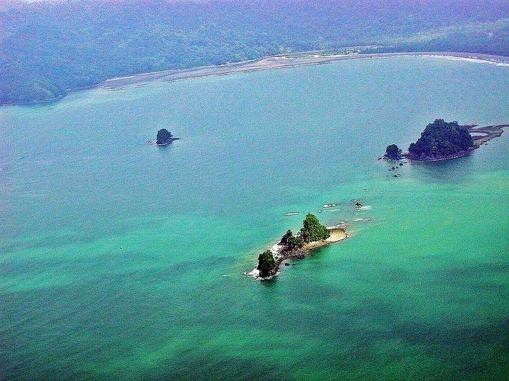 EL OCEANO PACIFICO EN NUQUI COLOMBIA