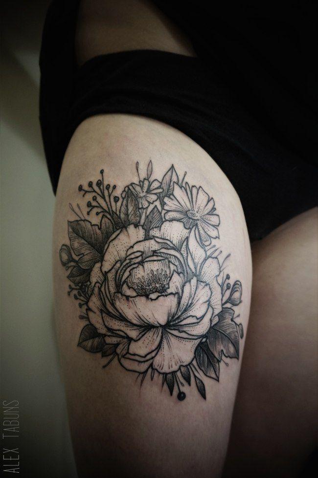 Tatouage Fleur Noir-et-blanc sur Cuisse pour Femme