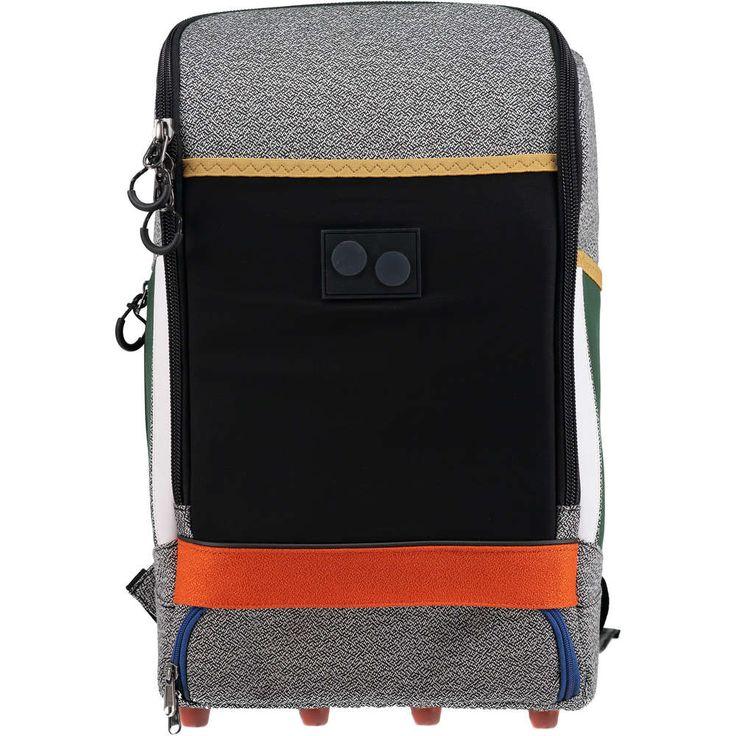 PINQPONQ - Rucksack 'Cubic large' ► Der Rucksack CUBIC LARGE von PINQPONQ ist ein geräumiger Begleiter, der mit zahlreichen praktischen Unterteilungen und einem verstärkten Bodenfach für Kabel überzeugt. Zum echten Blickfang wird er durch sein farbenfrohes Design und die eckige Schnittform.  Fassungsvermögen: 24Liter Volumen Maße: (H x B x T) 44 x 28 x 18 cm