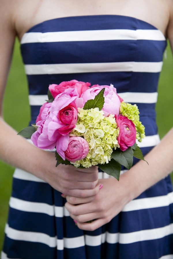 striped bridesmaid. love.    if this existed 3 years ago, would have been for my wedding
