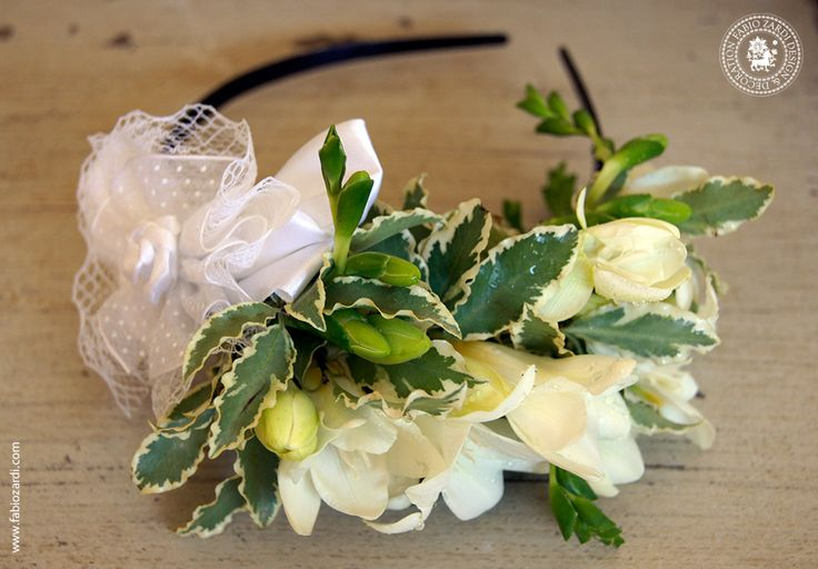 White & green - Romantic hair flowers with freesia and pittosporum.