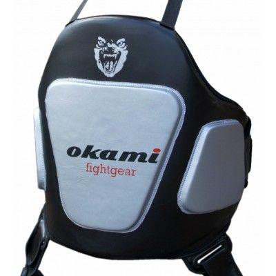 Okami Impact serien ger maximalt skydd till ett lågt pris. I ett extremt slagabsorberande material med extra vadderade och synliga träffzoner. Perfekt till självförsvar, MMA, boxning, kickboxning och Muy Thai. Vill du även träna låga sparkar fäster du enkelt Okami leg pro,