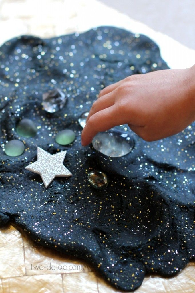 Stretchy Night Sky Playdough Recipe
