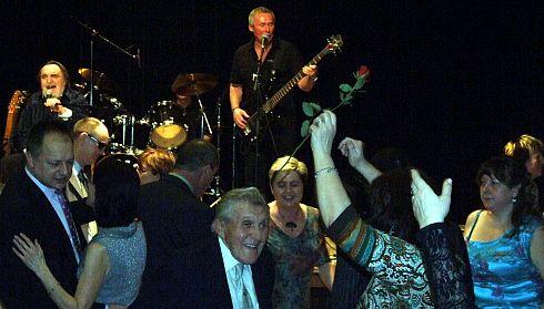 Jarní ples s Dlažkou odstartovala Synkopa 2010