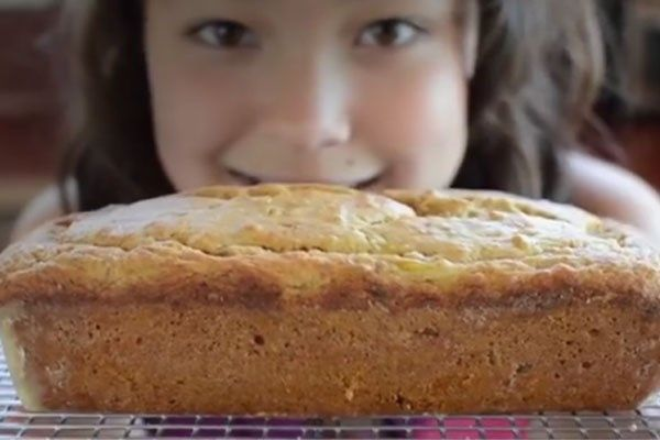 12-jarig meisje met gezonde eetgewoonten is sensatie op YouT... - Gazet van Antwerpen: http://www.gva.be/cnt/dmf20151201_01998744/12-jarig-kooktalent-palmt-youtube-in
