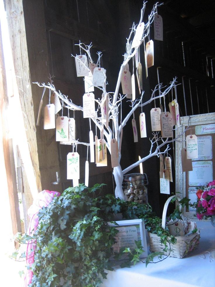 le livre d'or a désormais son successeur : l'arbre à vœux DIY