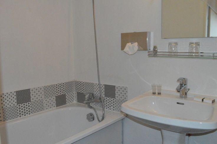Salle de bain à Cherbourg dans l'hôtel Ambassadeur