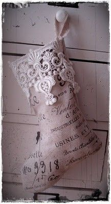 Printed burlap stocking with lace trim