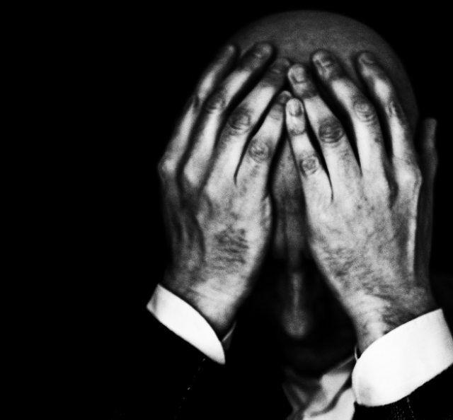 Self-portrait...soooo challenging  #selfportrait #blackandwhite #black_white #bnw_photografare #bnw #bnw_captures #leicamonochrom #leica #noctilux #biancoenero #selfie #autoritratto #blackandwhitephotography #profile #monochrome #black_and_white #tripod #myself #inthedark #intheshadows #kodaktrix #iso400 #hands #feelingtired