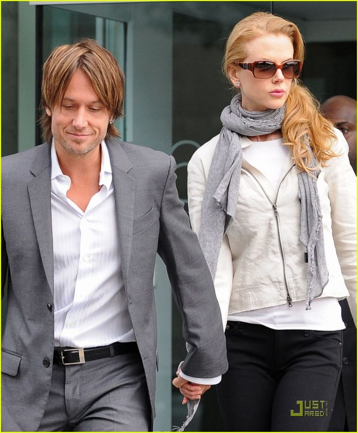 Keith Urban and Nicole Kidman..... they obviously love each other very much... And I love them! :)