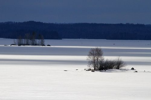 Lake Päijänne : Landscape with awful wind and nice fast moving shadows | mrsun_anyway
