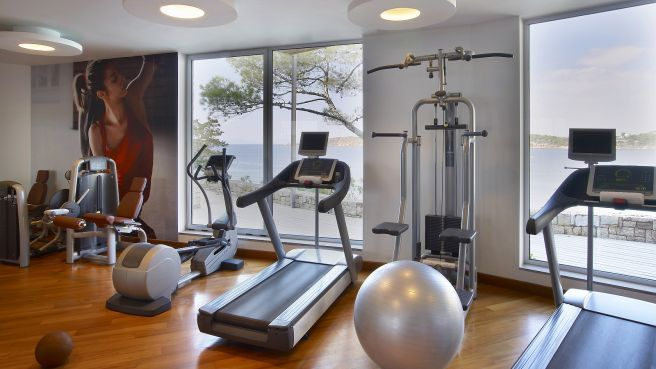 Exercise with a view! Take a relaxing run on a treadmill or take advantage of our top-of-the-line TechnoGym weight machines and free weights. Additional equipment includes stationary bicycles and other cardio machines.