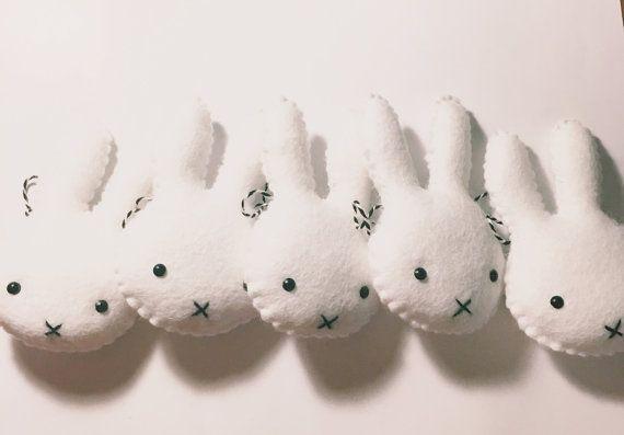 Nijntje / konijn head monochroom garland door FoxesandBumblebees