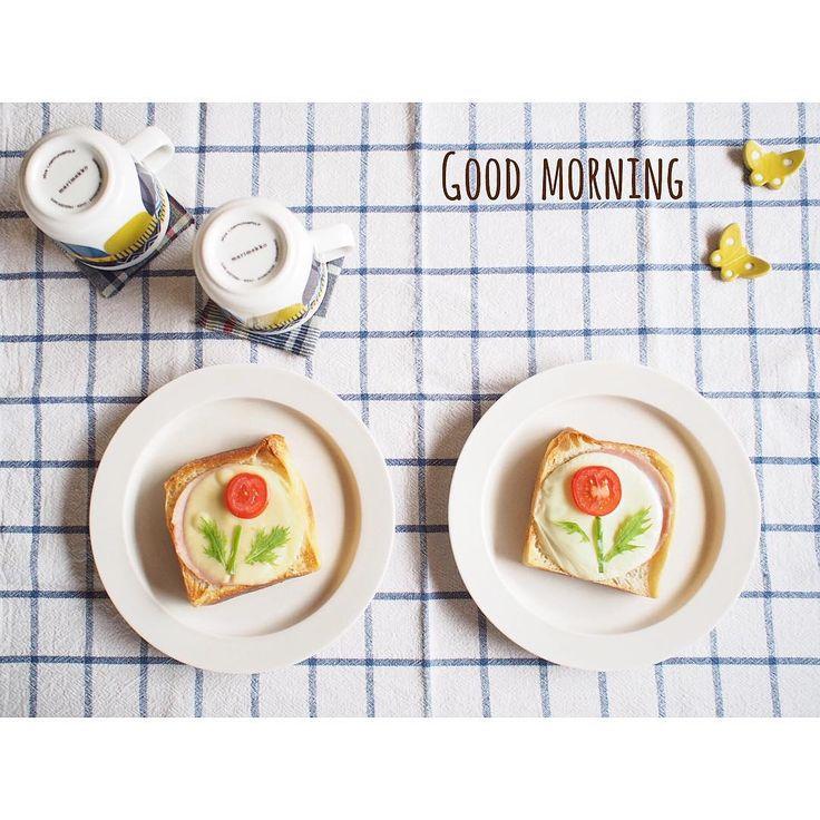 """「2015.8.29 (Sat) ଁ (*Ü*)ノ""""お花トーストで おはようございます ଁ 自家製酵母の角食の上に 手作りのバジルトマトソース 丸くしたハムとチーズ ミニトマトのお花 ピーマンの茎 水菜の葉っぱです♩ ଁ 今日は今から じーじばーばとお出かけ✨ ଁ 皆様も良い週末を〜( ˶˙º̬˙˶…」"""