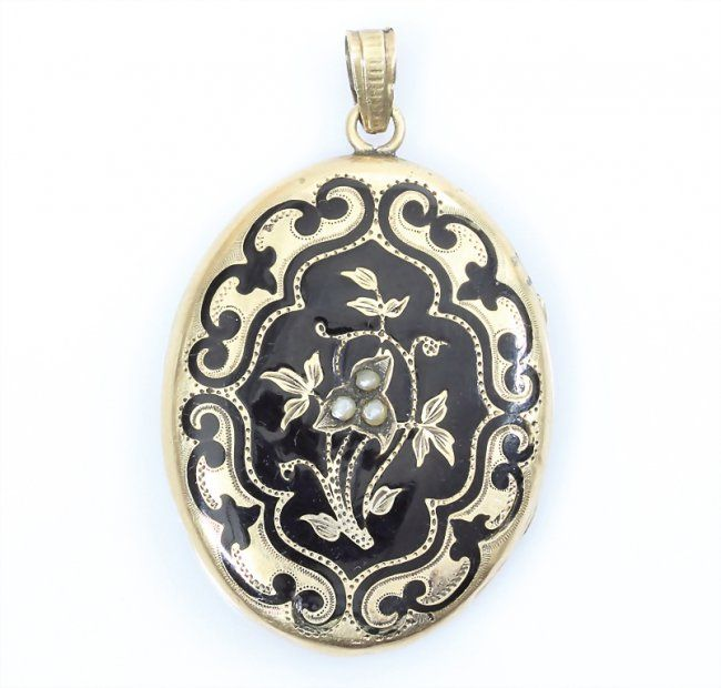 Mourning locket in black enamel and pearls on gold