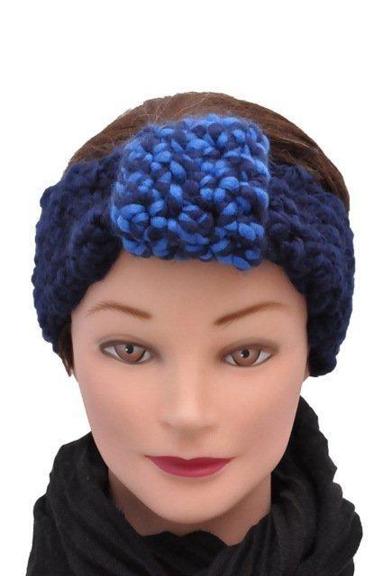 Deze brede hoofdband heb ik gehaakt van dikke blauwe wol. Lekker breed zodat de oren lekker bedekt zijn tegen de koude. Fijn om te dragen op de fiets, met het shoppen of wandelen met uw hond. Ik heb deze wat groter gehaakt zodat deze geschikt is voor een volwassene.