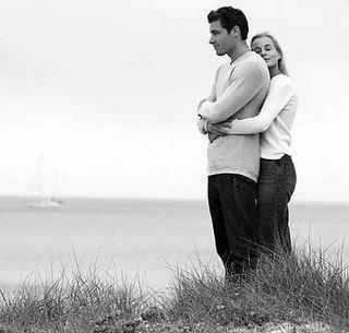 """""""Néha nem a szó kell. Nem a beszélgetés, nem az írás. A megoldás nem mindig a szó. Hanem egy ölelés. Amiben sokkal többet adsz minden szónál. Mert szavakban nemmindig találod el, amit hallani szeretne. De az ölelésben éppen azt fogja hallani, amire szüksége van. Rád."""" -Csitáry-Hock Tamás"""