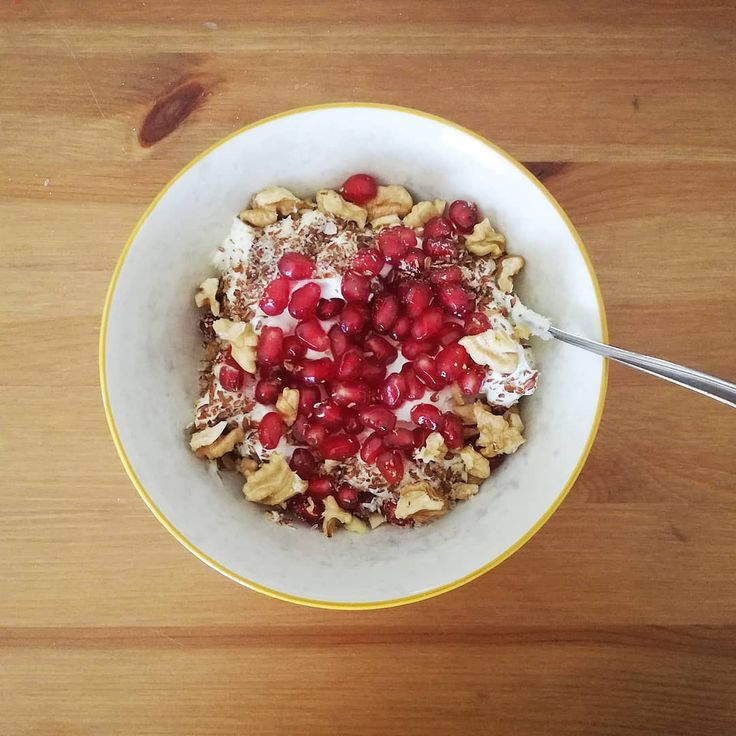 """After the Christmas season, a light brunch is a must! So greek yogurt, pomegranate, walnuts, linseed & psyllium for me. ☀ what's ur favourite """"after Christmas"""" brunch?    #foodie #breakfast #food #instafood #sundayfunday #sundaybrunch #brunchclub #instagood #brunchboys #brunchlife #brunchdate #brunchday #foodstagram #brunchporn #brunchsquad #brunchflow #brunchbunch #brunchmtl #eeeeeats #yummy #brunchlover #brunchlove #foodgasm"""