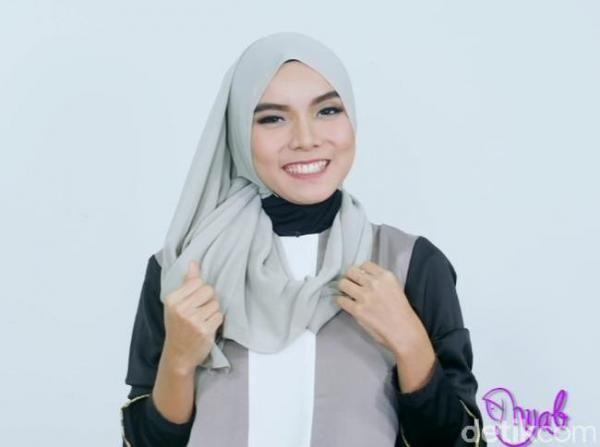 Alas Bedak Luntur dan Menempel pada Hijab, Begini Cara Mengatasinya