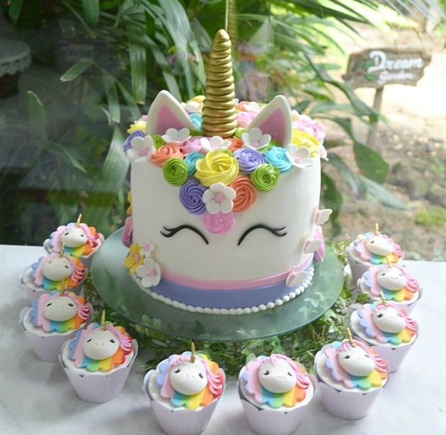 Unicorn party ideas #unicorncake #unicorncupcakes