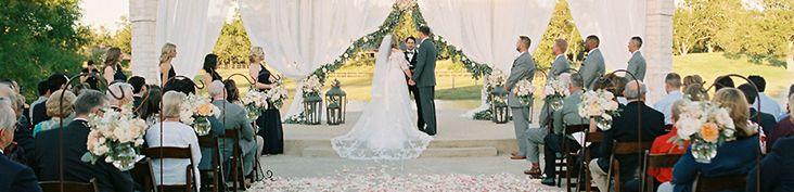photos of outdoor wedding ceremonies at briscoe manor