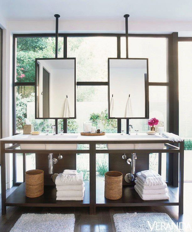 Как расположить зеркало на фоне окна. Как Вам наши идеи?  #смесители #сантехника #дизайн #ванна http://santehnika-tut.ru/aksessuary-dlya-vannoj/