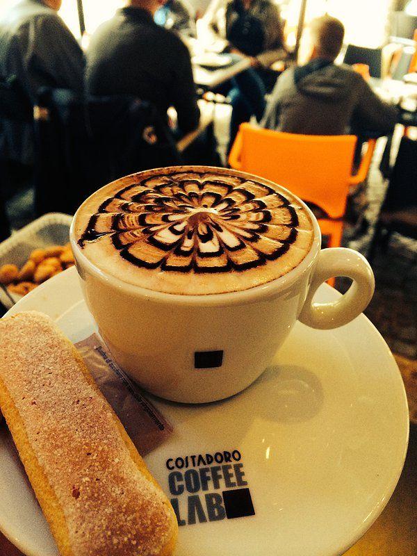 Koffiebar Suikerburg: Met ruim 20 verschillende soorten koffie is hier voor iedere koffiefan wat wils, en een warme muffin, huisgemaakte carrot cake of een echte Bossche Bol maakt de ervaring helemaal compleet. De dames maken van je latte een waar kunstwerk!  Plan nu je dagje uit in een van deze leuke koffie barretjes @ www.streekweb.nl