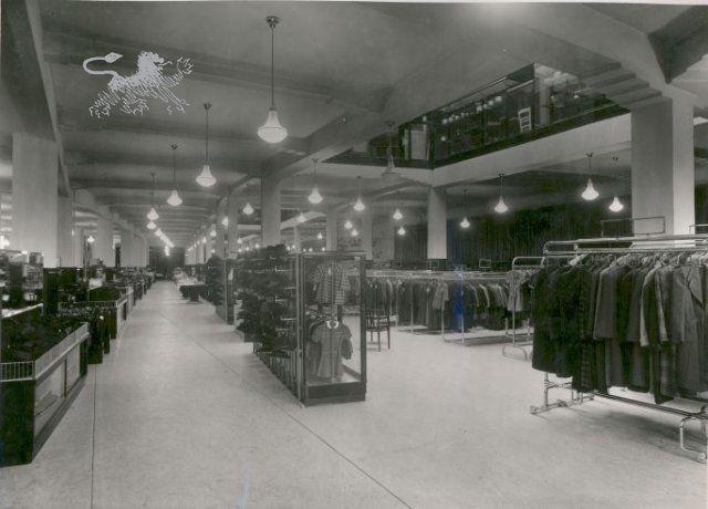 vroom en dreesmann 1940 Historisch Centrum Leeuwarden - Beeldbank Leeuwarden
