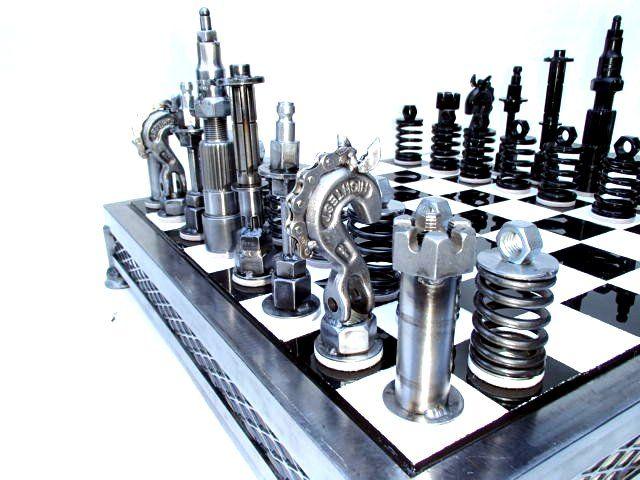http://i30.photobucket.com/albums/c331/FourbangerYJ/metal%20art/chesssetcomplete028_zps9e462a67.jpg