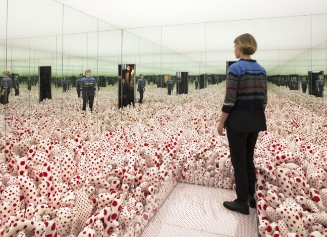 Installation shot from the exhibition 'Yayoi Kusama. In Infinity', 17.9.2015 - 24.1.2016 at Louisiana Museum of Modern Art. #yayoikusama #kusama #kusamayayoi #ininfinity #louisiana #louisianamuseum #louisianamuseumofmodernart
