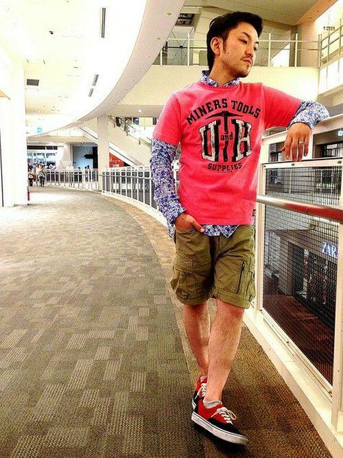 派手な色もかっこよく着こなす!Tシャツ 重ね着のアイデア