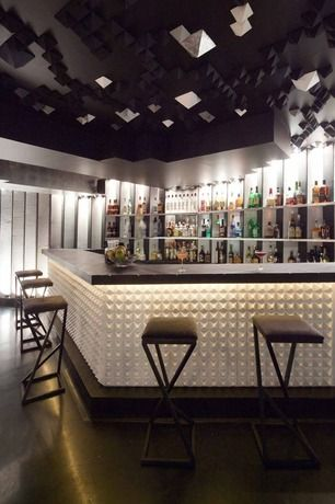 Cool Bar Space