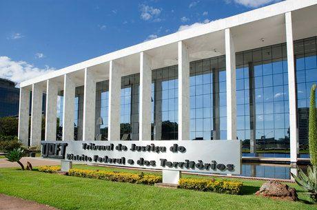 Empresa aérea é condenada a pagar indenização a passsageira por atraso de voo - http://noticiasembrasilia.com.br/noticias-distrito-federal-cidade-brasilia/2014/07/22/empresa-aerea-e-condenada-a-pagar-indenizacao-a-passsageira-por-atraso-de-voo/