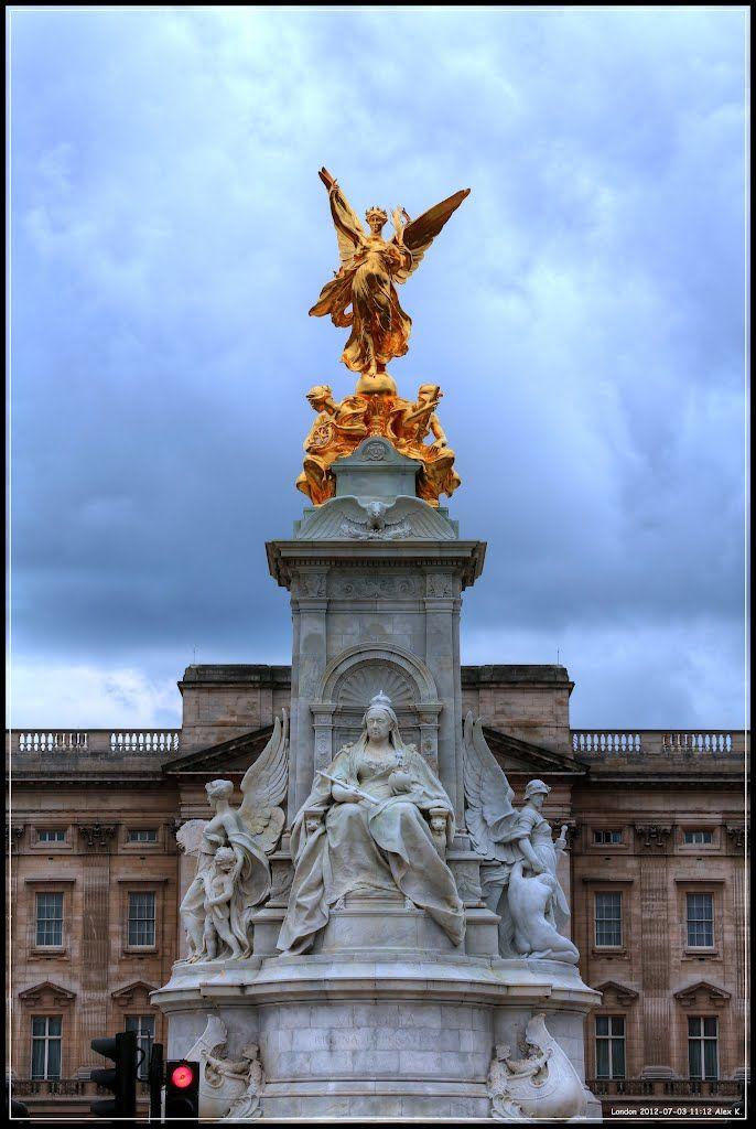 Victoria, Regina Imperatrix in London, England