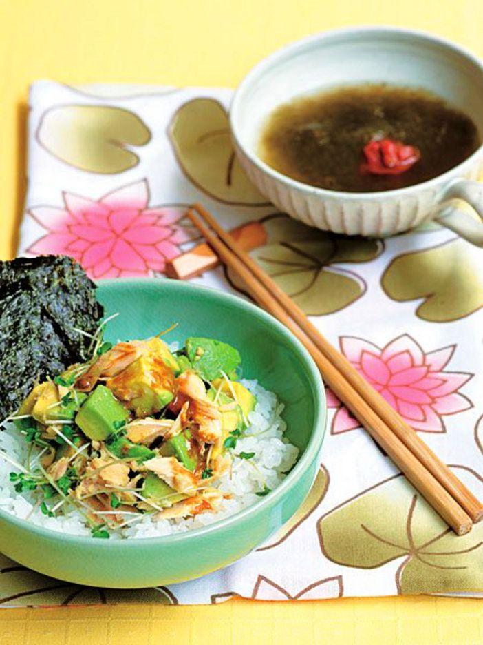 ごはんとアボカドの黄金コンビ。簡単ながらも栄養は満点!|『ELLE a table』はおしゃれで簡単なレシピが満載!